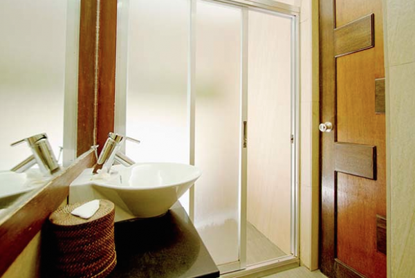 A glimpse of One Azul's private bathroom courtesy of website
