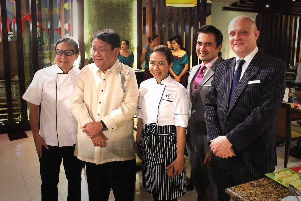 UNO Modern Filipino Taste Lauch - Cebu City Mayor Tomas Osmeña graced the launching. Here he poses for a quick photo with Waterfront Cebu City Hotel and Casino, Lahug General Manager Anders Hallden, Waterfront Airport Hotel And Casino Hotel Manager Benhur Caballes and Chefs Roland and Jackie Laudico.