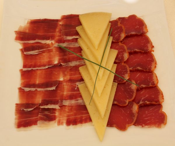 cured Iberico ham and tenderloin (with cheese)
