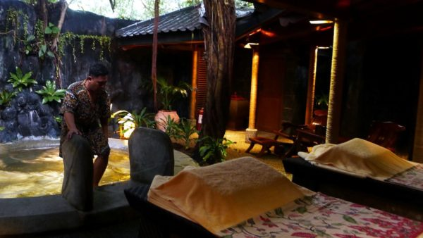 Private Massage Suite with Jacuzzi