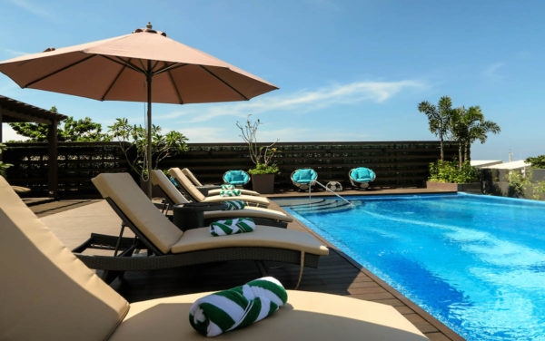 Sunset Viewing Deck and Infinity Pool – Marina Bay spa and lifestyle club