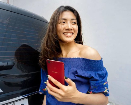 Kianna Dy and her OPPO F5 Red