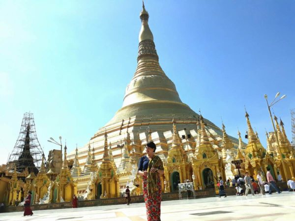 Pose and smile at the majestic Shwedagon Pagoda