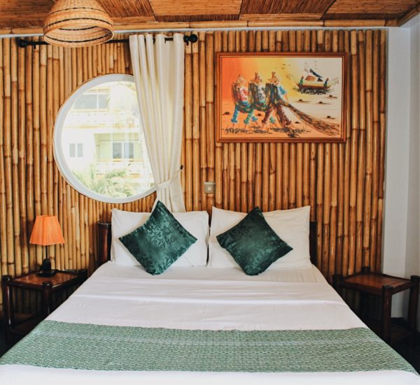 A mix of green, touch of brown and orange on their De Luxe room. Photo via Florian Villanueva.