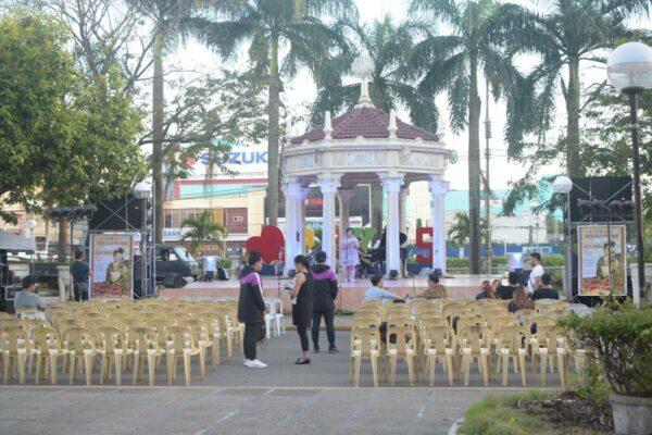 Roxas City Bandstand photo via Ang Panublion Museum FB