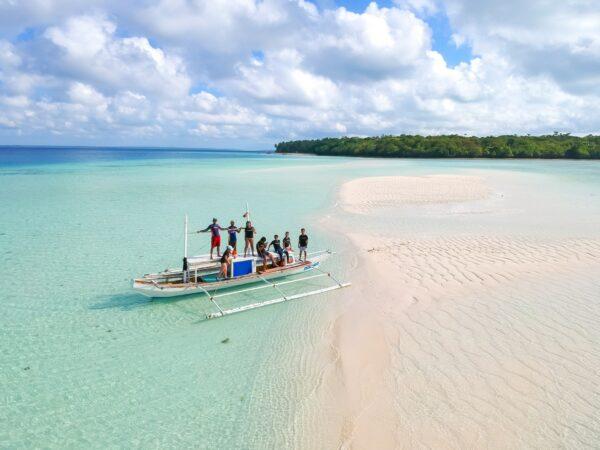 Balabac Palawan Beach photos by Cris Tagupa via unsplash