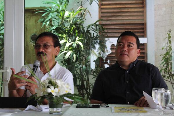 Lucas Nunag, chair of the Bohol provincial tourism council, and Bohol Provincial Administrator Alfonso Damalerio II