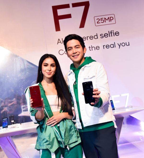 OPPO endorsers Julia Barretto and Joshua Garcia, also known as JoshLia, are all on board with capturing each person's true beauty.