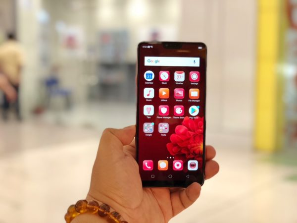 OPPO F7 Unboxing, First Impressions and Sample Photos