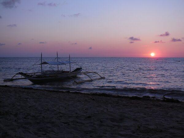 Sunrise in Cagbalete Island photo by Lawrence Ruiz via Wikipedia CC