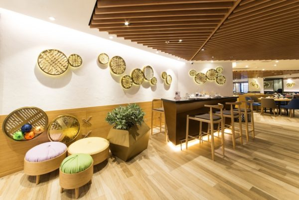 Multi-award winning Chinese restaurant brand Crystal Jade La Mian Xiao Long Bao is continuing its roaring success story in Hong Kong, expanding to Mongkok's MOKO mall and unveiling a refreshed new look with Hong Kong's first Chinese hand-made noodle bars.