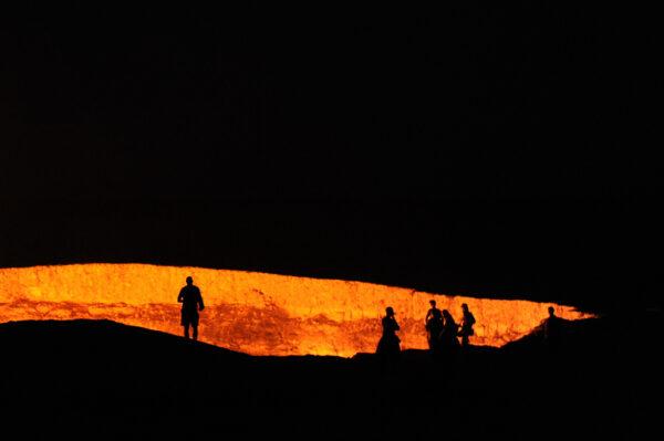 Darvaza Gas Crater by Tormod Sandtorv via Flickr CC