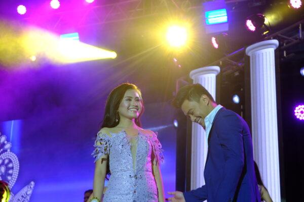 Edgar Allan Guzman serenades Miss Bohol contestants