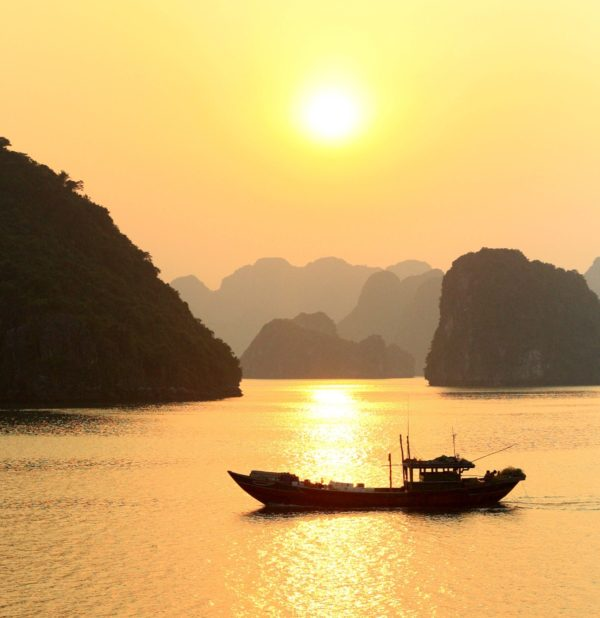 Travel Guide to Ha Long Bay in Vietnam