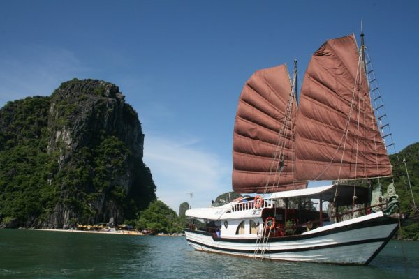 Vacation and Tour Guide to Ha Long Bay