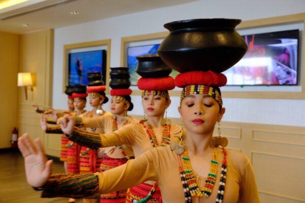 Cultural Dancers performing at Veranda Restaurant