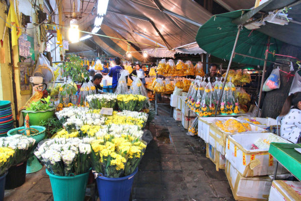 Pak Khlong Talat Night Flower Market in Bangkok