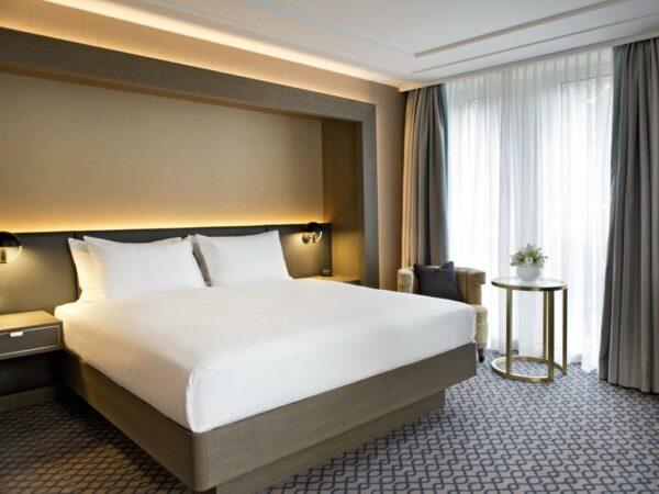Hilton Vienna Plaza King Guestroom