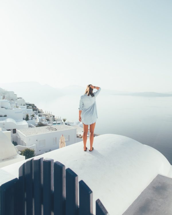 Instagrammable Spots in Santorini by Ryan Christodoulou via Unsplash