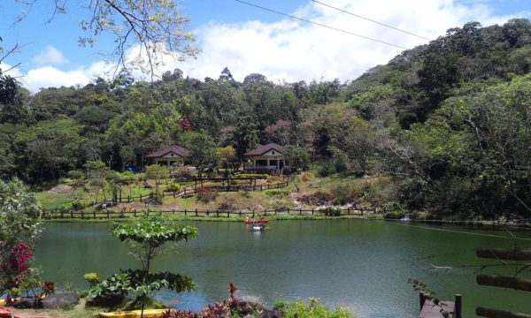 Mambukal Lake by Choi2451 via Wikipedia CC