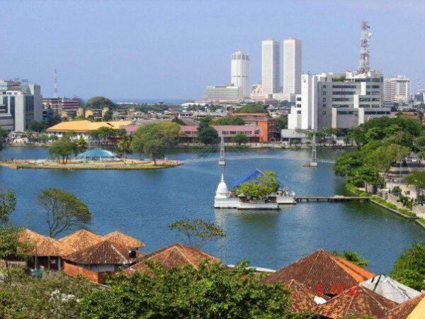 Beira Lake and Slave Island by Mayakaru via Wikipedia CC