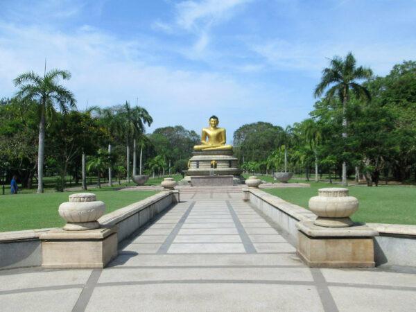 Viharamahadevi Park photo by David Stanley via Flickr CC