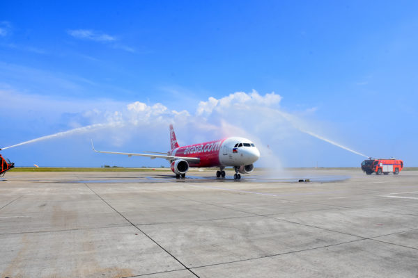 AirAsia's brand new Airbus A320 fitted with sharklets gets the traditional water cannon salute upon arrival at Laguindingan International Airport in Cagayan De Oro City last October 28 to celebrate the airline's newest flight from Cagayan de Oro to Manila, Clark, Cebu and Iloilo.