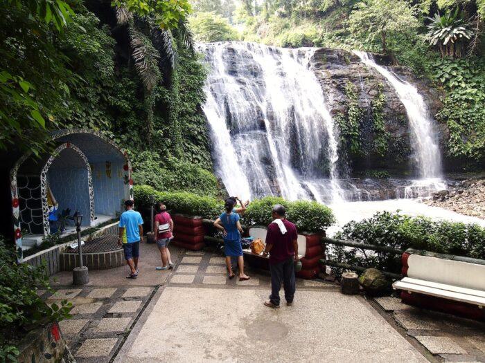 Hinulugang Taktak nature park in Taktak Road Antipolo City photo via Depositphotos