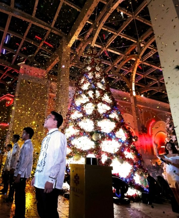 Okada Manila officially welcomes the Christmas season with a grand tree lighting ceremony centered on its 28-foot tree made of 38,008 of the finest capiz shells from Cebu.