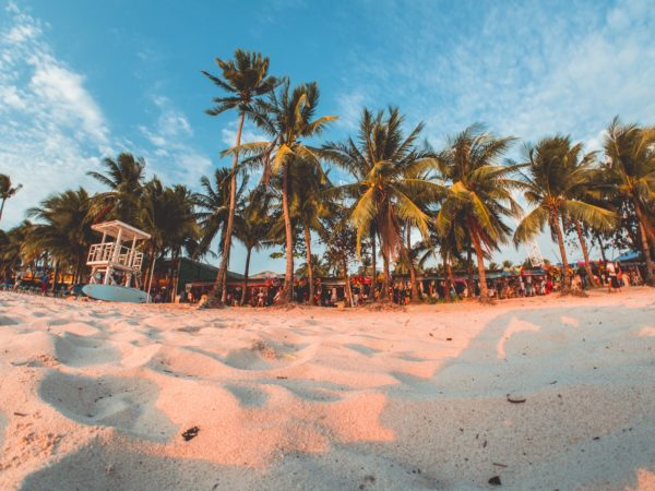 Go-to Beachfront Resorts in Boracay photo by Ramon Kagie via Unsplash