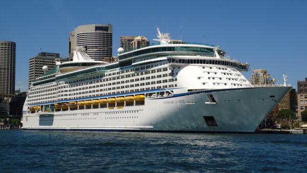 Voyager of the Seas photo by Amnesiac86 via Wikipedia CC
