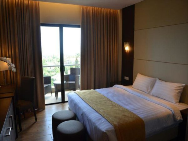 Deluxe King Bed at Hotel Monticello Tagaytay