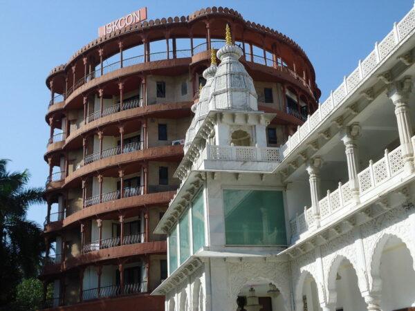ISKCON temple Mumbai by Rohini via Wikipedia CC