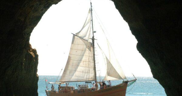 Leaozinho Pirate Ship Cruise