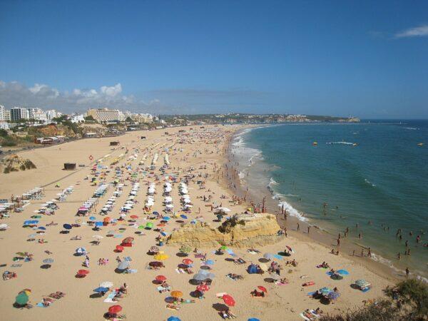 Praia da Rocha photo by Hugo Cadavez via Wikipedia CC