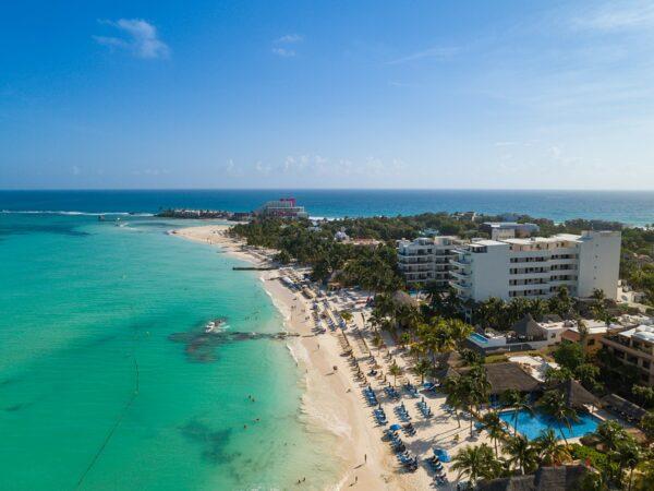 Playa Norte, Isla Mujeres by dronepicr via Wikipedia CC