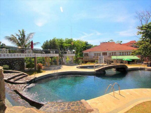 Sol Y Viento Mountain Hot Springs Resort in Panson Laguna