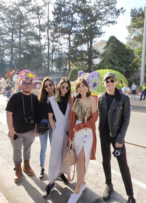 Cashless Adventure Crew. (L to R) Out of Town Blog's Melo Villareal, Young Star's Ella Rivera, and influencers: Akiko Centeno, Angel Yeo, and Mikyle Quizon, were all smiles posing in front of the PayMaya float during the Panagbenga Festival Float Parade last March 3. This crew embarked on a four-day Baguio adventure, sans their wallets, with their PayMaya app and card as their only payment buddy.