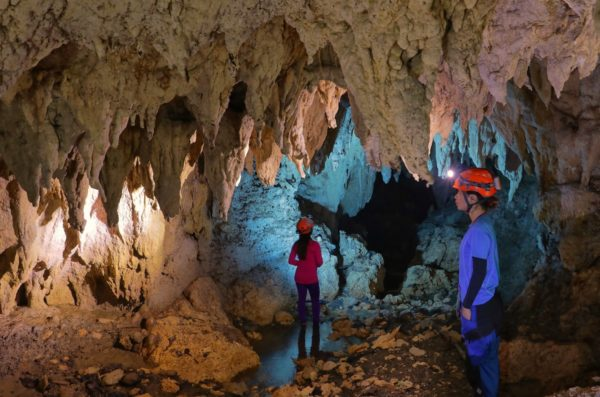 Caving in Laak