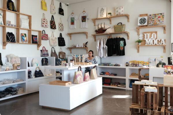 ILOMOCA Souvenir Shop