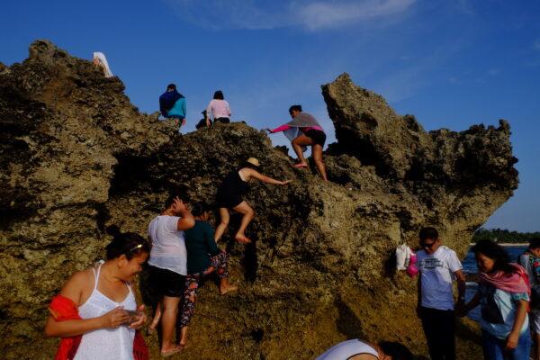 Climbing rock formations. Photo by Ram Cambiado