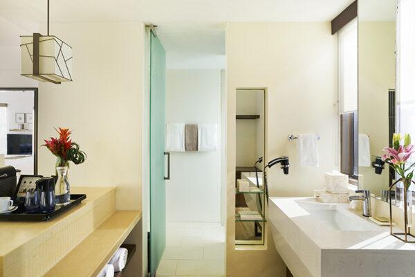 The bathroom of the Junior Suite