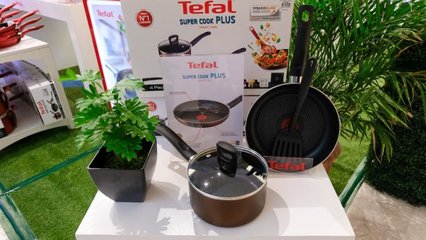 Cook at home with Tefal Supercook Plus, which features the Thermo-Spot technology. Also available in a 4-piece set.
