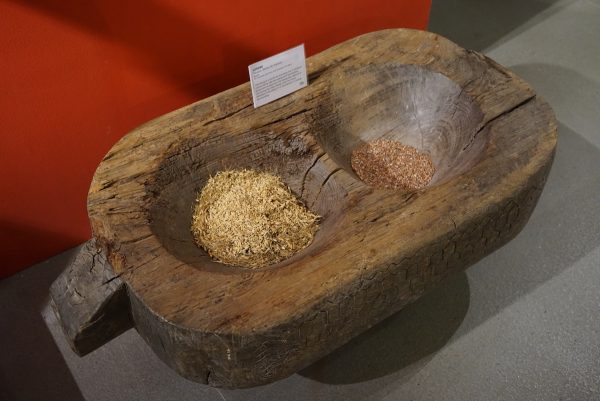 lusong n. wooden mortar for pounding rice or corn