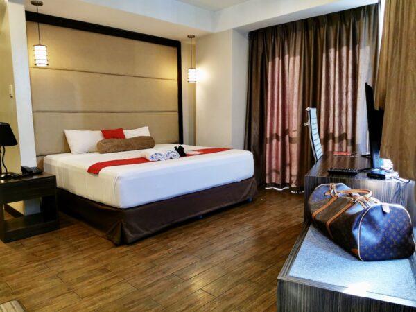 RedDoorz Premium Bedroom in West Avenue
