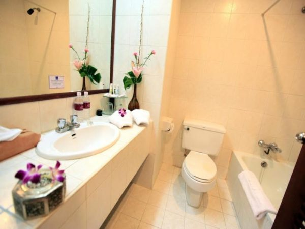Bathroom at Mercure Vientiane