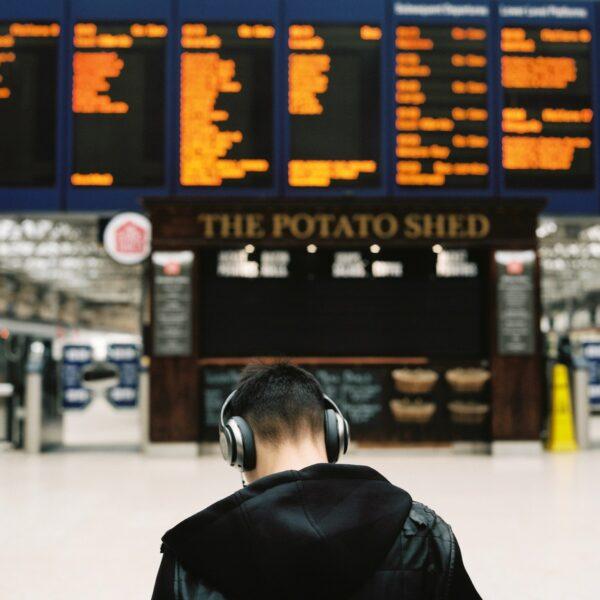 Glasgow Station photo by Ilya Ilford via Unsplash