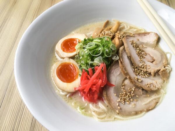 Sumptuous pork slices make fine garnishment to this filling noodle dish!