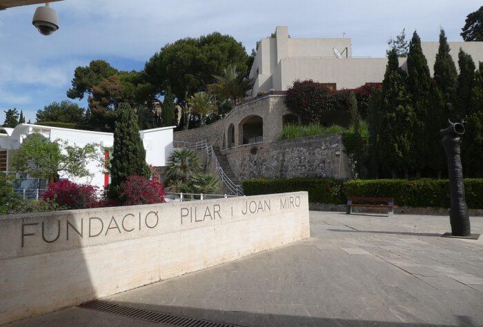 shoulder miro museum in Mallorca