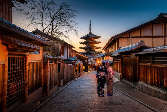 Geisha in Gion by @boontohhgraphy via Unsplash